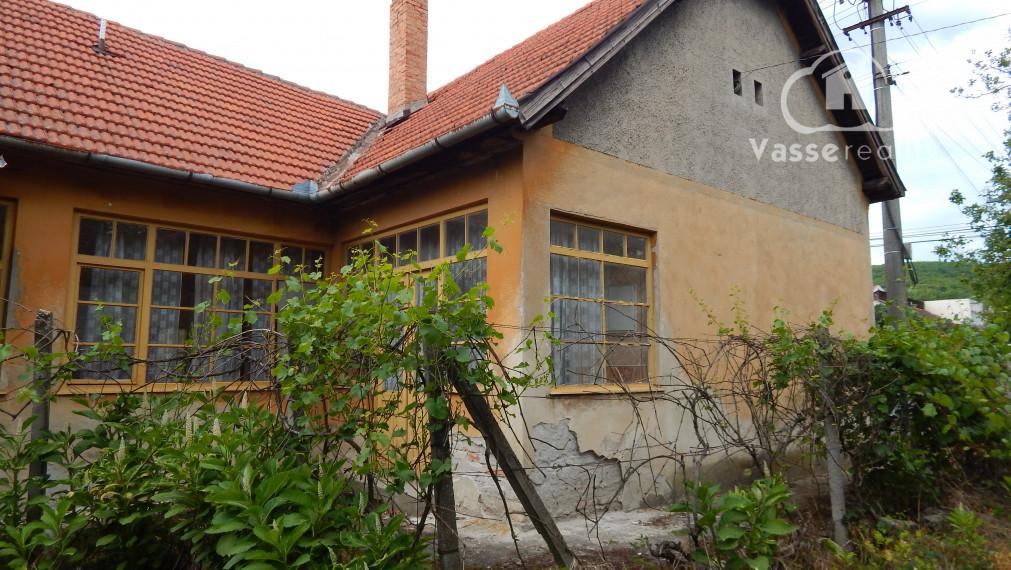 PREDANÉ : Domček na rekreaciu s úžasným výhladom   s veľkou záhradou v Kamenici nad Hronom