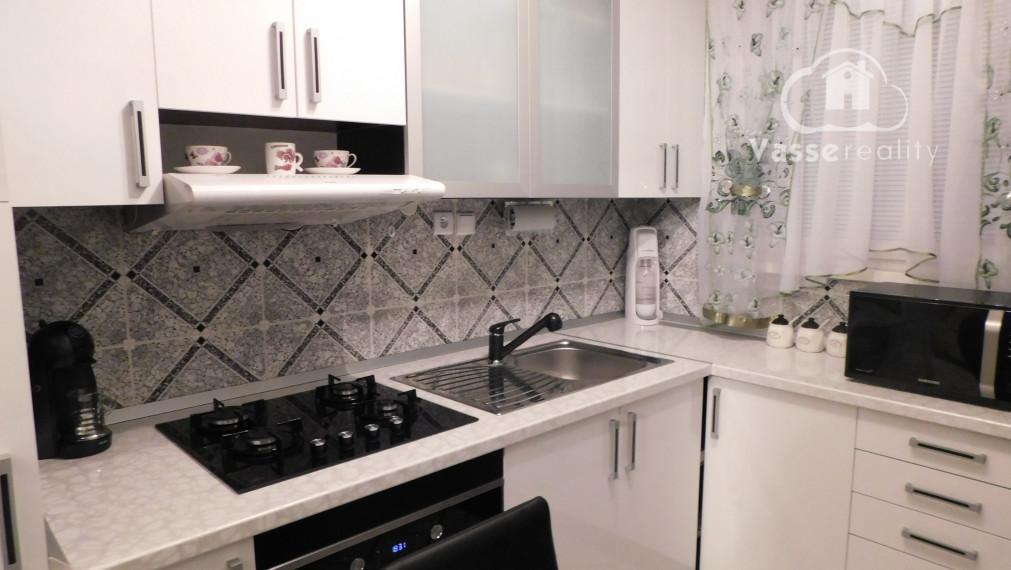 Rezervované !Ponúkame Vám na predaj veľký zrekonštruovaný 4-izb.byt v meste Veľký Meder.